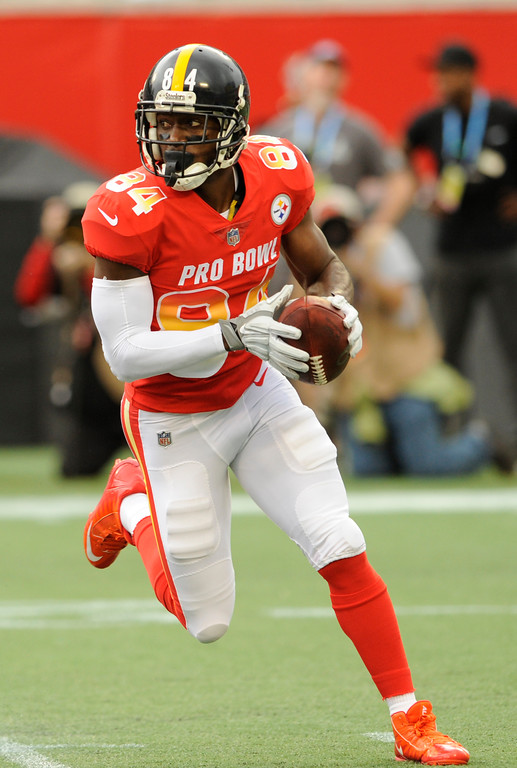 . AFC wide receiver Antonio Brown (84), of the Pittsburg Steelers, runs the ball, during the first half of the NFL Pro Bowl football game against the NFC, Sunday, Jan. 28, 2018, in Orlando, Fla. (AP Photo/Steve Nesius)