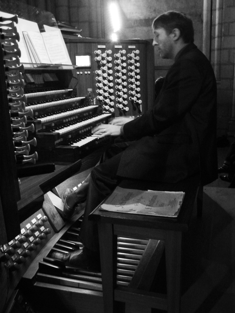 Olivier Latry playing mass at Notre Dame Paris organ