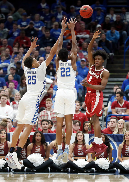 . Alabama\'s Collin Sexton (2) passes around Kentucky\'s PJ Washington (25) and Shai Gilgeous-Alexander during the second half of an NCAA college basketball semifinal game at the Southeastern Conference tournament Saturday, March 10, 2018, in St. Louis. Kentucky won 86-63. (AP Photo/Jeff Roberson)