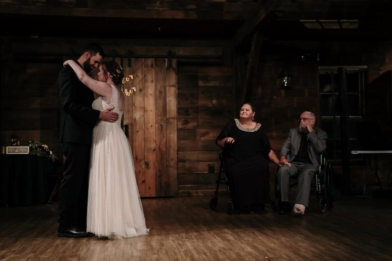 rustic_ohio__fall_barn_wedding-390.jpg