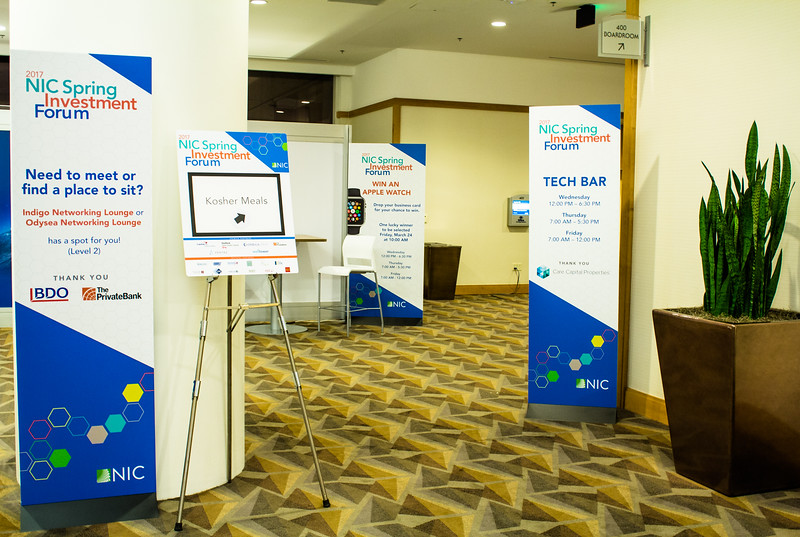 Event-sign-stands-and-easels.jpg