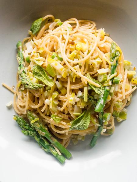 asparagus pasta on barrel close.jpg