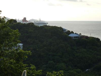 Queen Mary 2 in Tortola