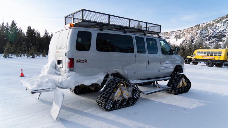 _AR71186 Tractor snowcoach 16*9.jpg