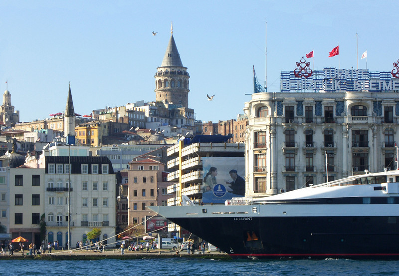 51-Karaköy. Look at all the people on the observation platform of the Galata Tower!
