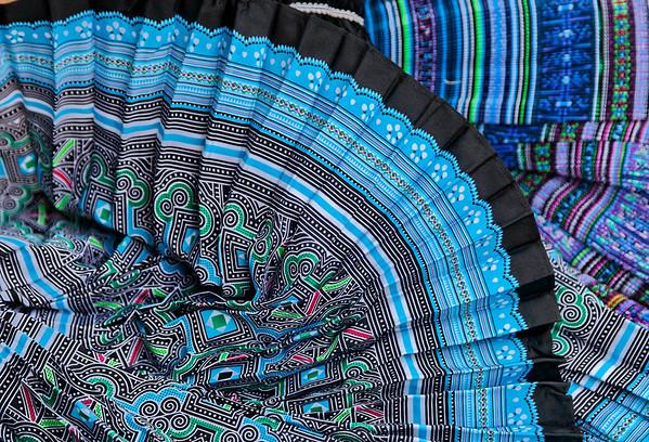 Tissus de couleurs au marché
