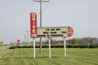 Sky View Drive-In Theatre in Litchfield
