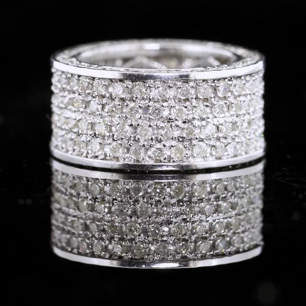 ETERNITY DIAMOND BAND RING IN 14 K WHITE GOLD