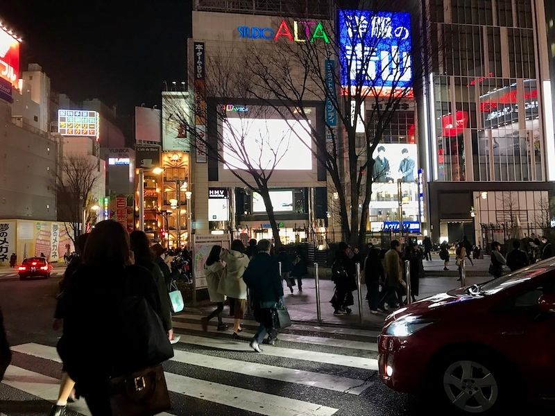 Everyone's heading to Kabukicho at this time of the evening.