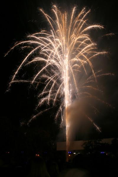 2007_1102putneyfireworks133_edited-1.JPG