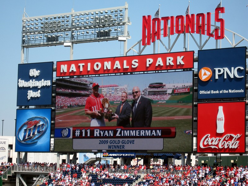 Nationals third baseman Ryan Zimmerman receives the 2009 Rawlings Gold Glove Award
