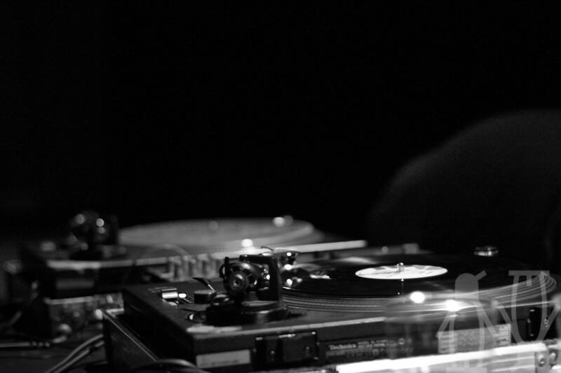 2010-07-24-DJ'er_på_sommerkvarteret-Adrian_Nielsen-01.jpg