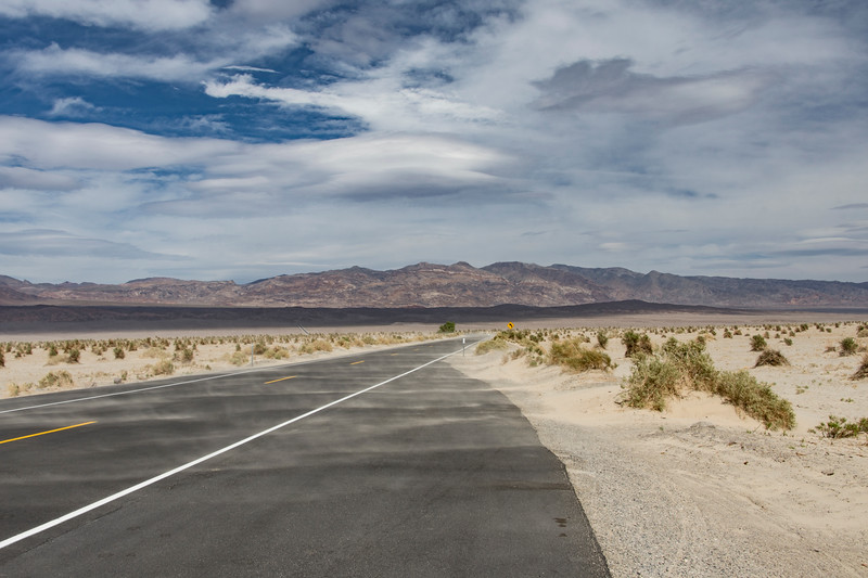 Death-Valley-Sand-Dunes-road-April2017.jpg