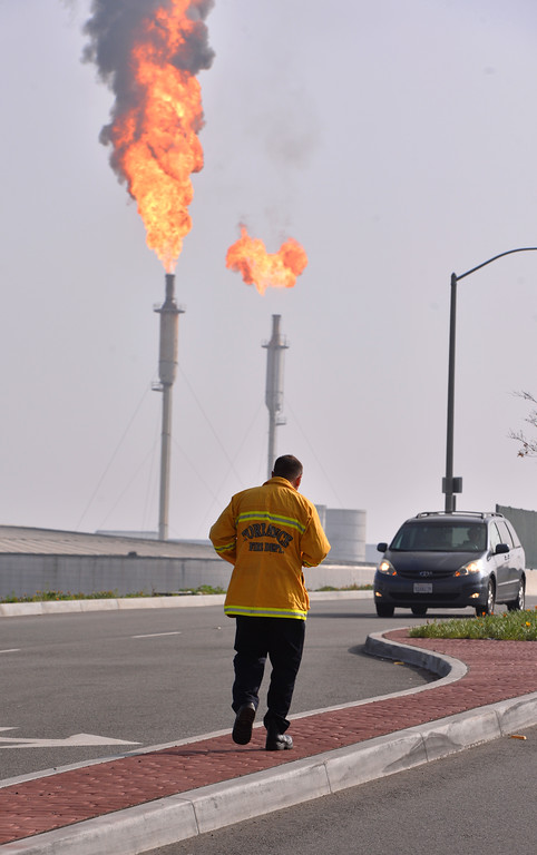 . Exxon/Mobil fire and hazmat incident at Torrance refinery. Only a few minor injuries.  (02/18/15 Photos by Brad Graverson/The Daily Breeze)