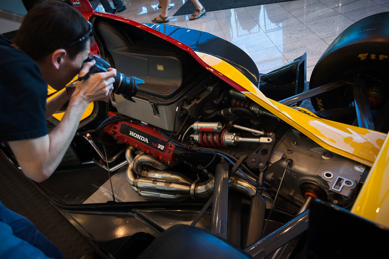 Glen (Gansan) photographs the IndyCar's innards