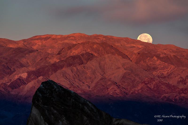 Moonset at Zabriskie Point 8662-1.jpg