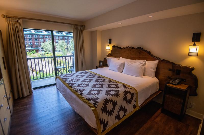 Dinsey Resorts-2-560.jpg