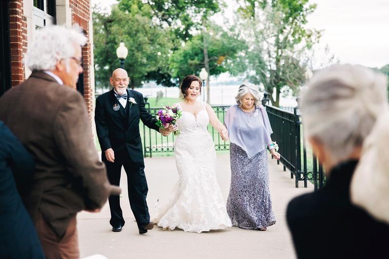 chateau-on-the-river-trenton-michigan-wedding-0243.jpg