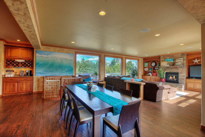 Dining area into family room.jpg
