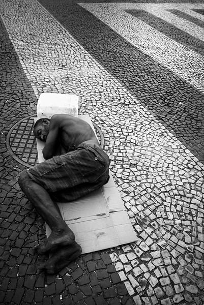 HOMELESS_GUY_SLEEPING_ON_SIDEWALK_RIO.jpg