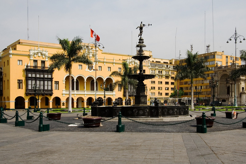 Fountain Plaza des Armas.jpg