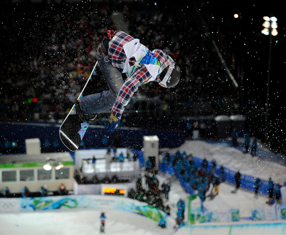. Kelly Clark of the USA competes during the finals in the women\'s snowboard halfpipe at the Vancouver 2010 Olympics in Vancouver, British Columbia, Thursday, Feb. 18, 2010. (AP Photo/Mark J. Terrill)