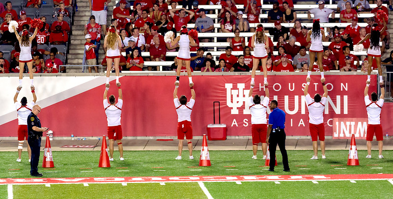 UH cheerleaders try to drum up excitement for a lackluster 2nd half.