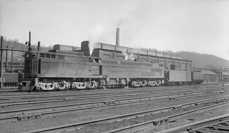 2018.15.N79.6212S--ed wilkommen 116 neg--N&W--gas-turbine locomotive 2300--Bluefield WV--no date