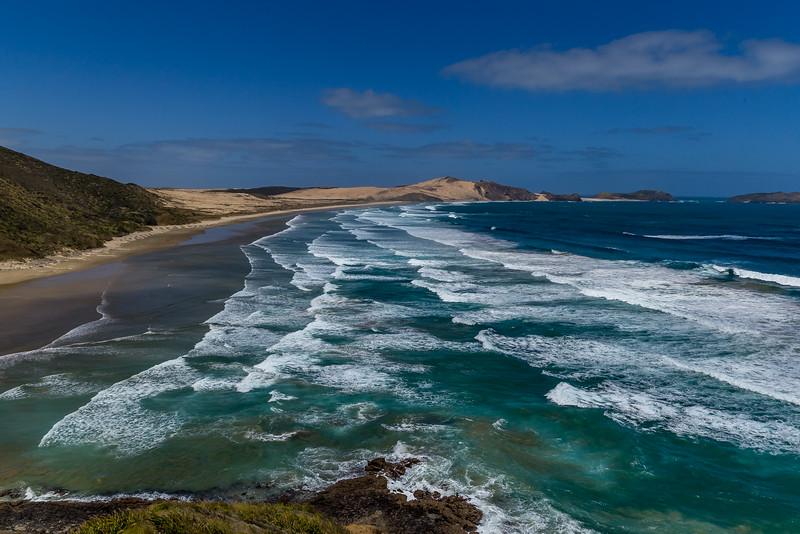 Wellenschauspiel an der Te Werahi Beach