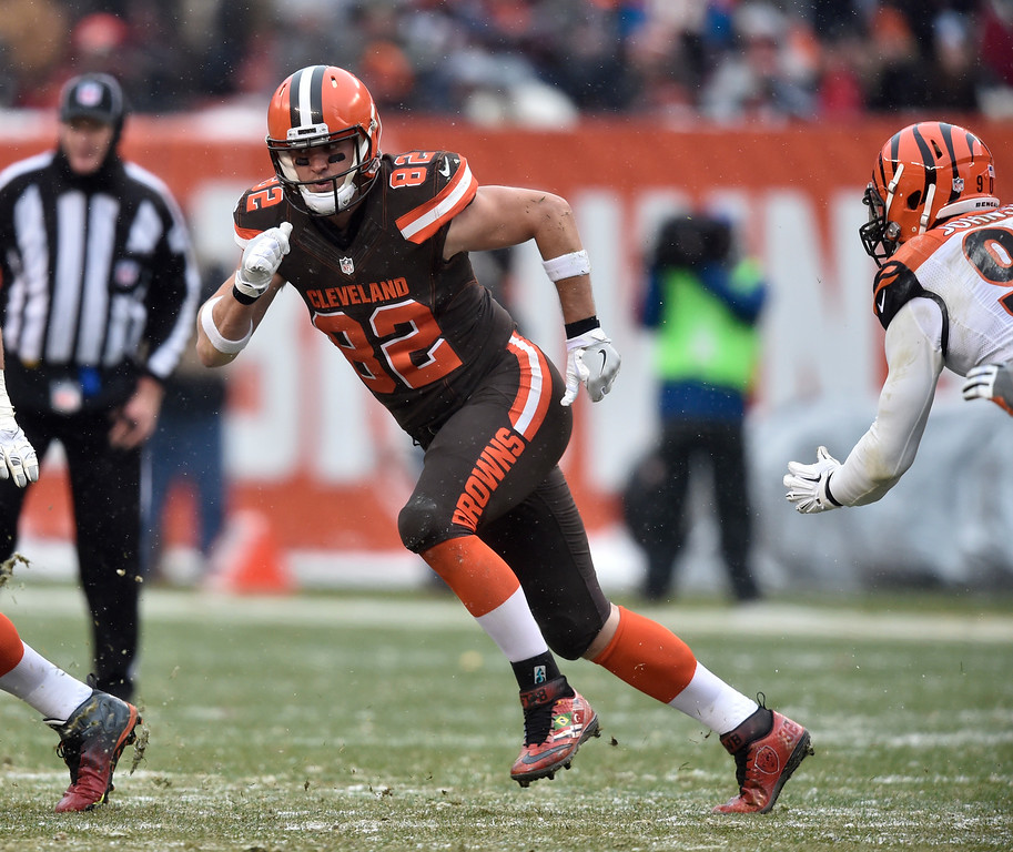 . Cleveland Browns tight end Gary Barnidge (82) runs a route in the second half of an NFL football game against the Cincinnati Bengals, Sunday, Dec. 11, 2016, in Cleveland. (AP Photo/David Richard)