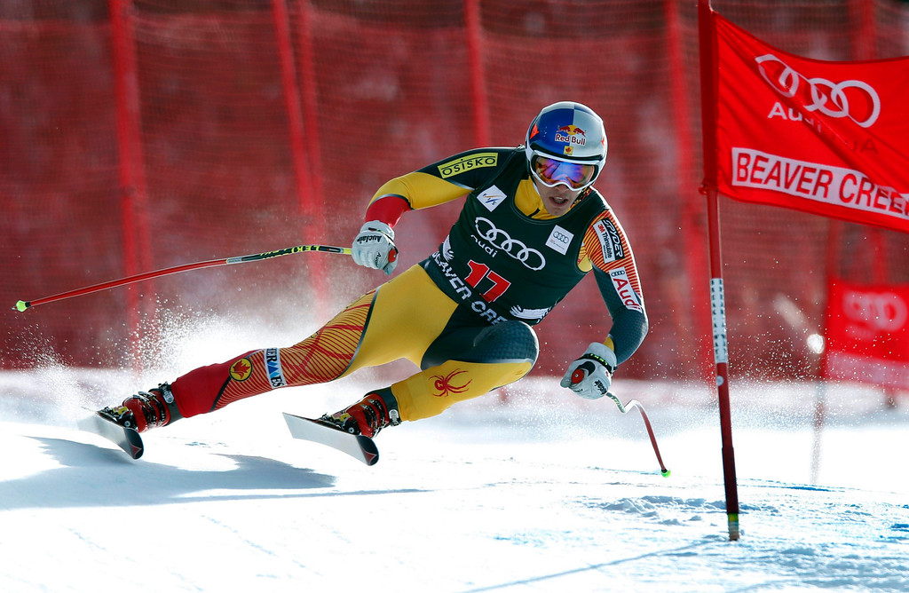 . Erik Guay of Canda skis past a gate in the men\'s World Cup downhill ski race in Beaver Creek, Colorado, November 30, 2012. Guay finished 15th in the race.   REUTERS/Mike Segar