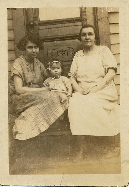 Annabelle Lindzy_Doris Lindzy_and Grandma Kugelmann