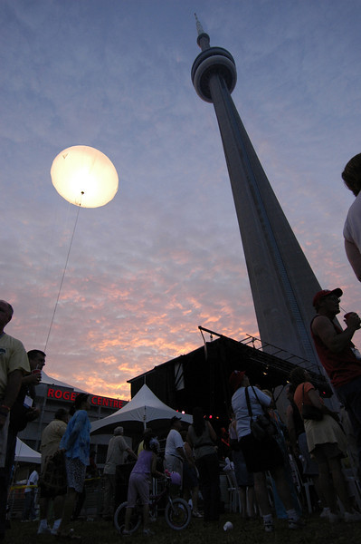 050630 6558 Canada - Toronto - AA International 2005 - Party in the Park _A _P ~E ~L.JPG