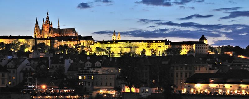 Old City,Prague~0999-1w.