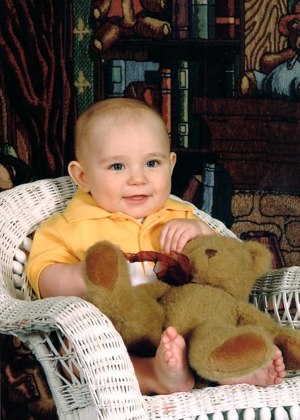 20040802-Hunter Teddy Chair Enhanced.jpg