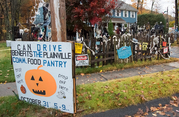 10/30/19 Wesley Bunnell | StaffrrHalloween house on Metacomet Rd in Plainville with canned good being accepted for the Plainville Food Pantry from 5pm - 8pm.