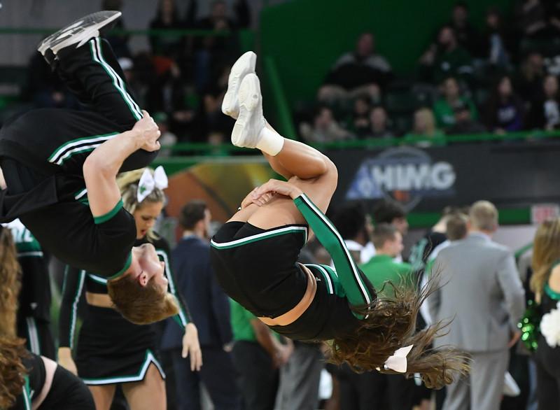 cheerleaders2302.jpg