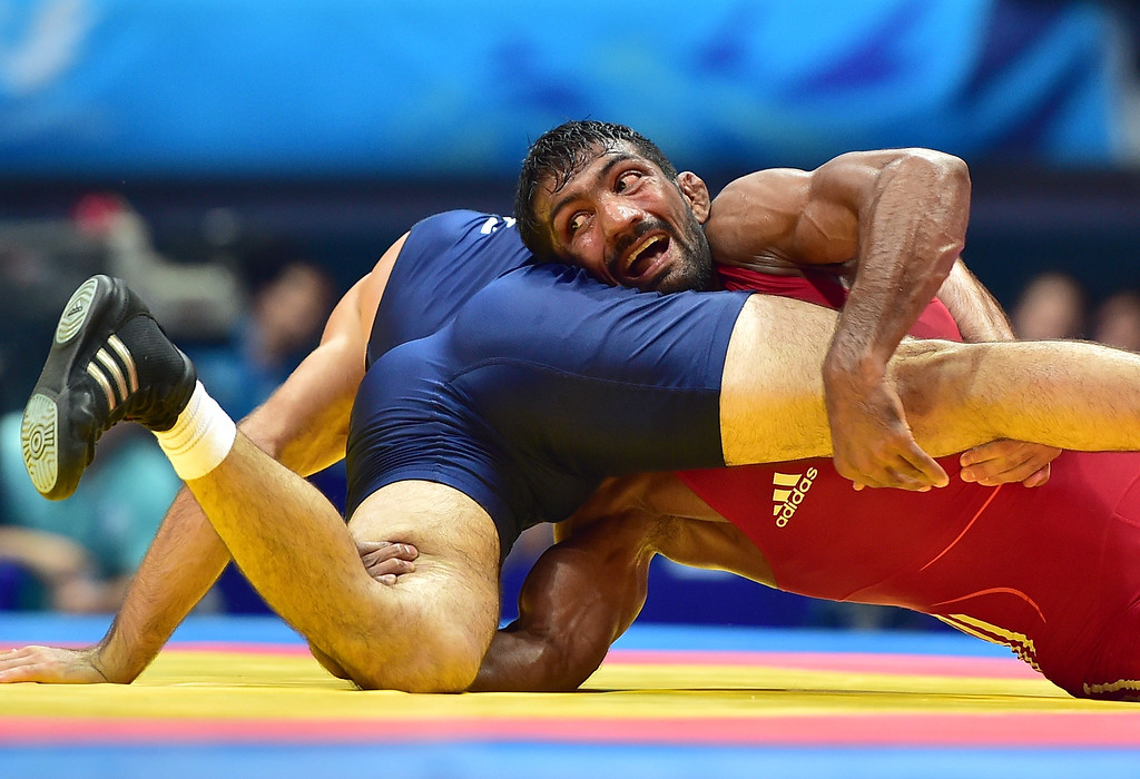 . India\'s Yogeshwar Dutt (R) competes with Tajikistan\'s Zalimkhan Yusupov (L) in the men\'s freestyle 65 kg wrestling event for the gold medal during the 2014 Asian Games at the Dowon Gymnasium in Incheon on September 28, 2014. JUNG YEON-JE/AFP/Getty Images