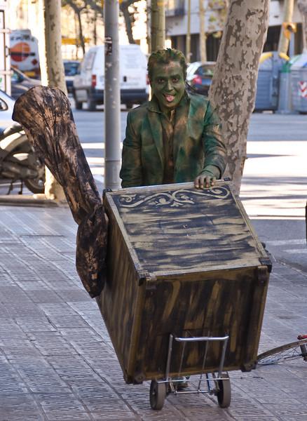 Living statue on the move. (Dec 11, 2007, 12:09pm)