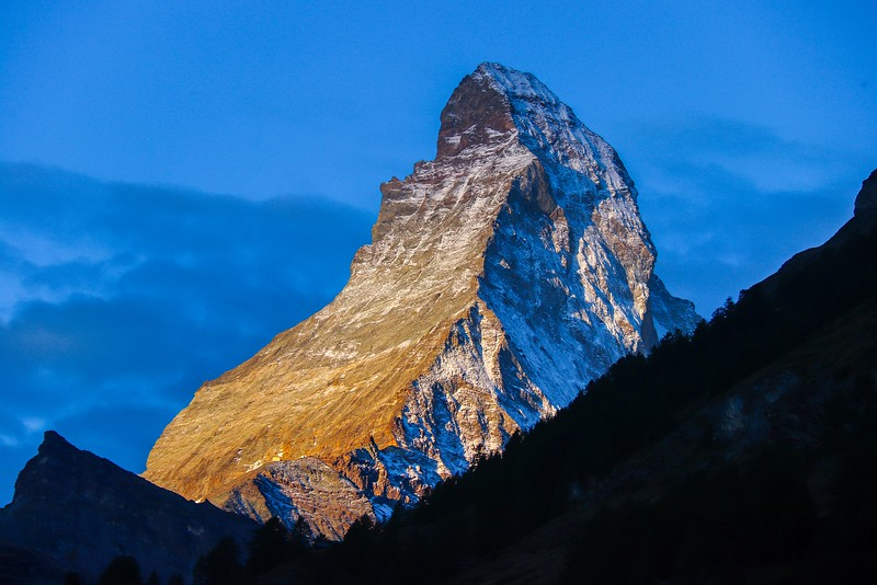 Za2All Zermatt T7i 1109A, SMALL, Matterhorn sunrise.jpg