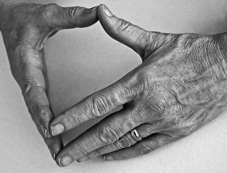 Linda Hands #1 (T-B&W).jpg