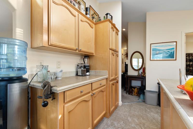 9184 Birch 16 Kitchen.jpg