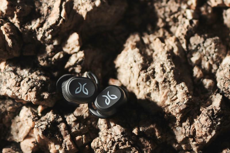 Earbuds 1.jpg