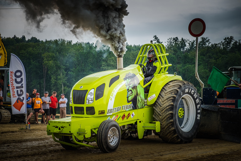Tractor Pulling 2015 XE2-2618.jpg