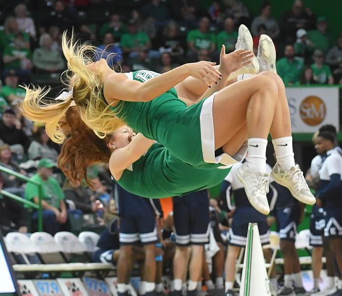 cheerleaders1000.jpg