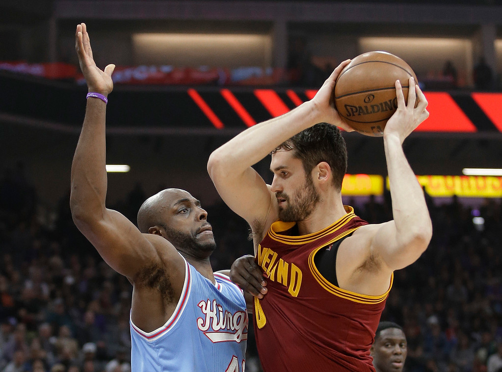. Sacramento Kings forward Anthony Tolliver, left, guards Cleveland Cavaliers forward Kevin Love during the first quarter of an NBA basketball game Friday, Jan. 13, 2017, in Sacramento, Calif. (AP Photo/Rich Pedroncelli)