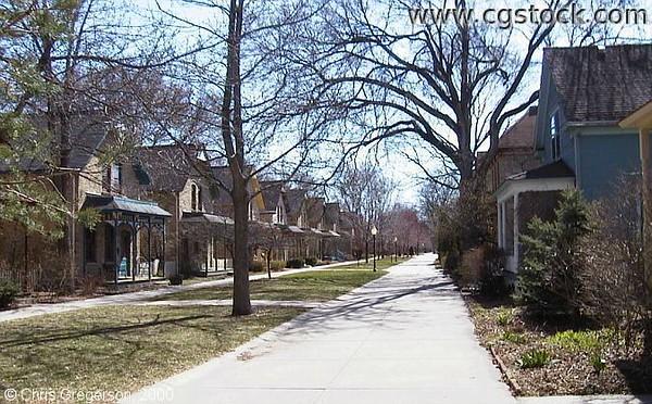 Milwaukee Avenue South by Franklin Avenue