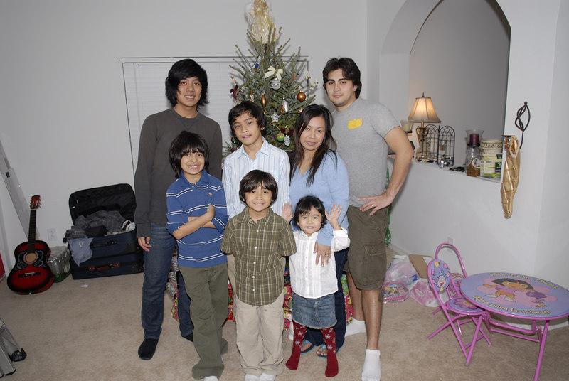 2006 12 24 - Xmas Eve at Joe and Mel's 026.JPG