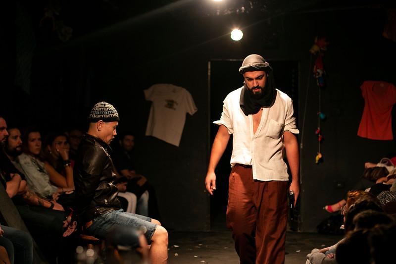 Allan Bravos - Fotografia de Teatro - Indac - Migraaaantes-282.jpg