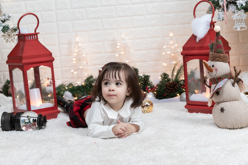 12.21.19 - Fernanda's Christmas Photo Session 2019 - -36.jpg